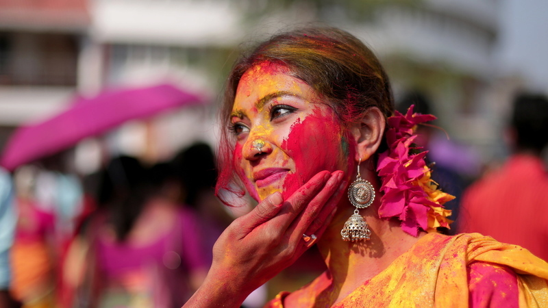 """Happy Holi"". Índia celebra primavera no festival mais colorido do mundo"