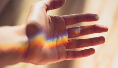 Prevenir o AVC com os cinco dedos da mão? Médica explica-lhe como