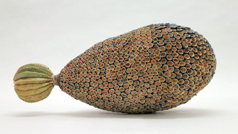 Um mundo surreal, habitado por estranhas frutas. A paixão de uma ceramista japonesa