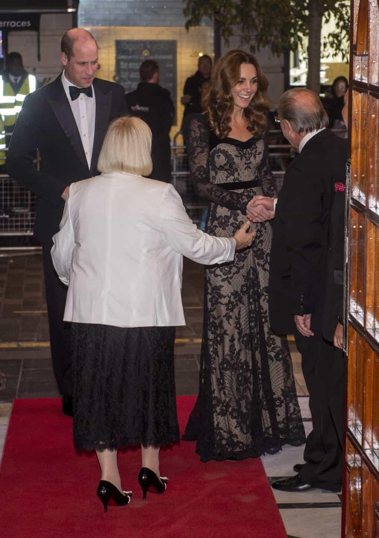 O vestido encantador de Kate Middleton em noite romântica com William