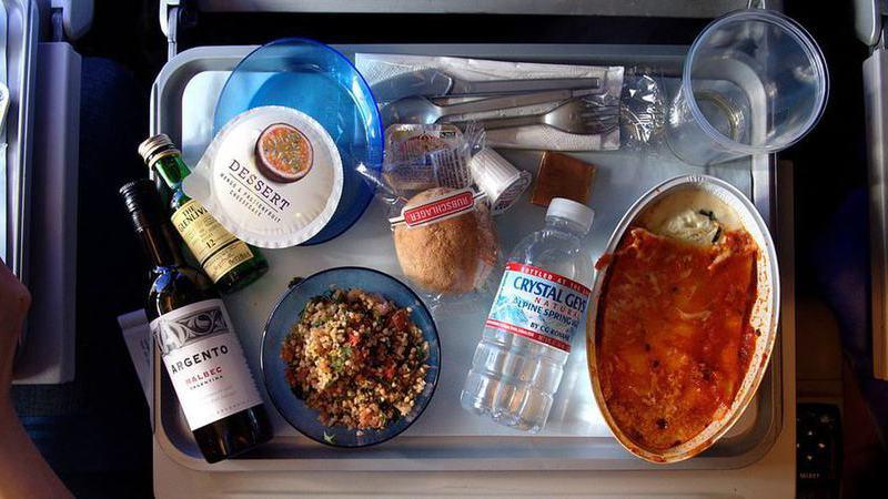 11 coisas que não deve fazer numa viagem de avião