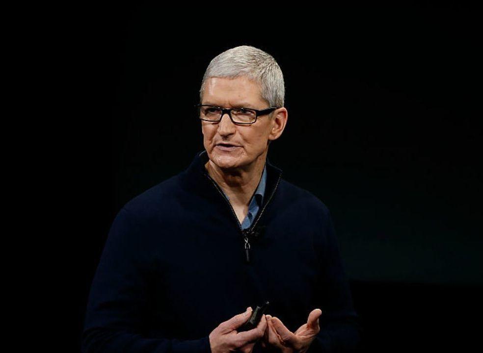 CEO da Apple diz que as pessoas estão a passar demasiado tempo agarradas ao telemóvel