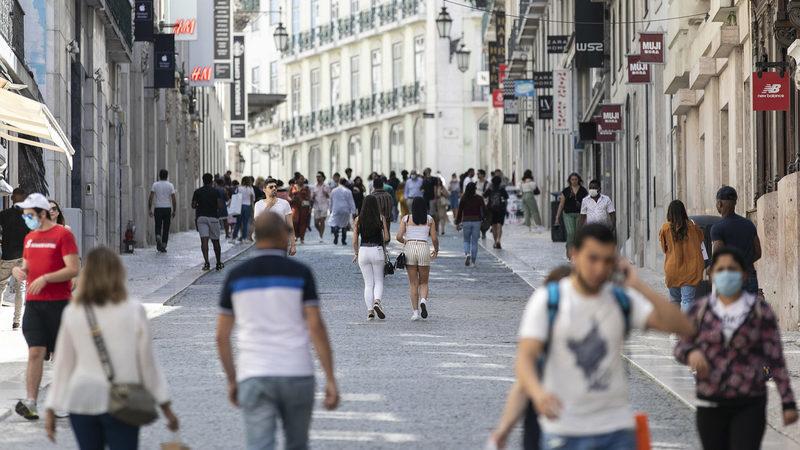 Já foram pagos 321 milhões às empresas em lay-off, diz Siza Vieira