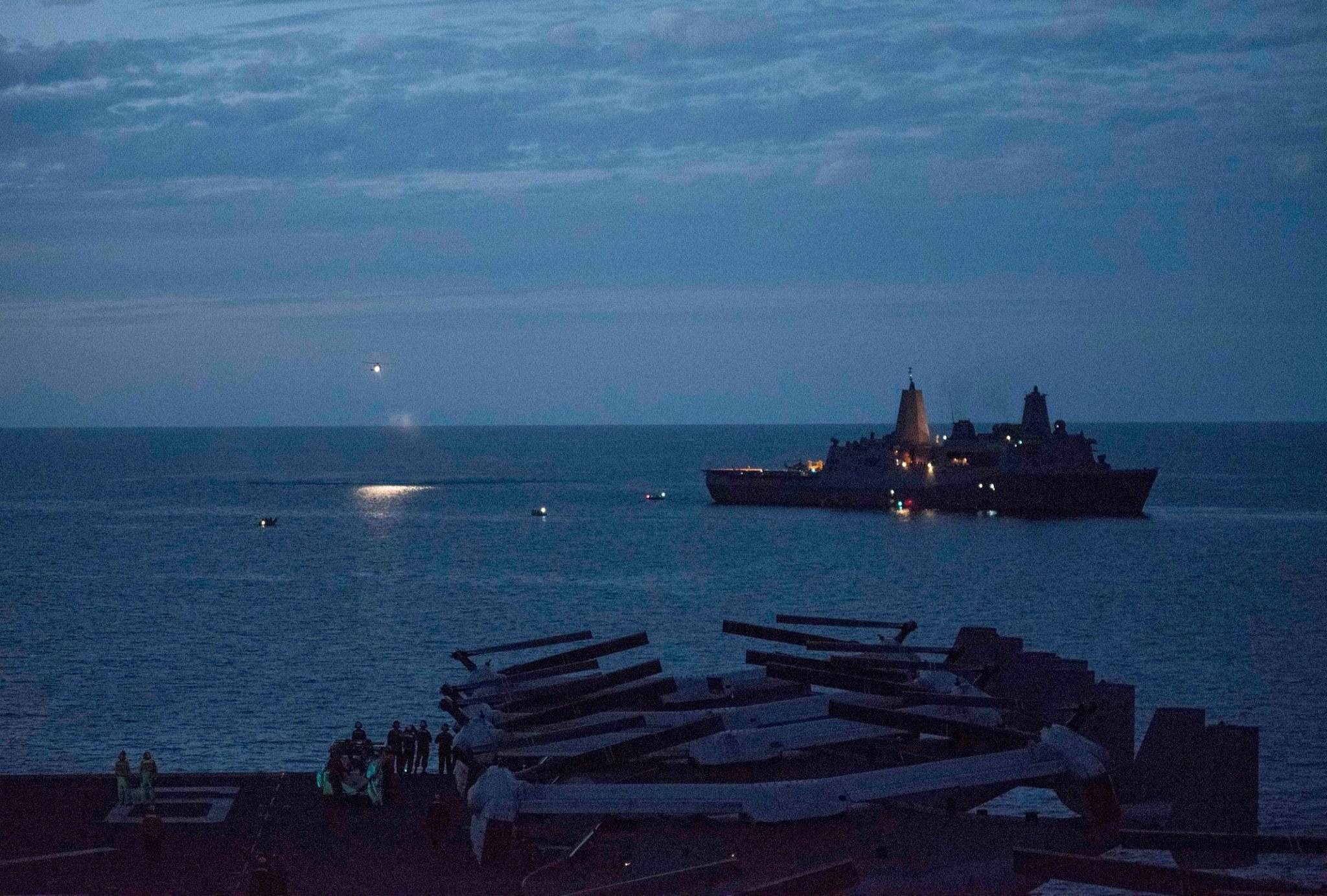 EUA: Pelo menos 10 marinheiros desaparecidos e cinco feridos
