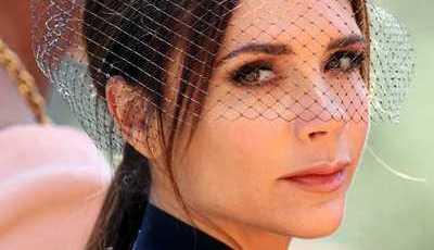 Como Victoria Beckham responde às críticas sobre não sorrir no casamento real