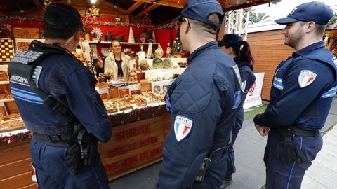 Mercado de Natal de Estrasburgo reabre sexta com plano de segurança adaptado