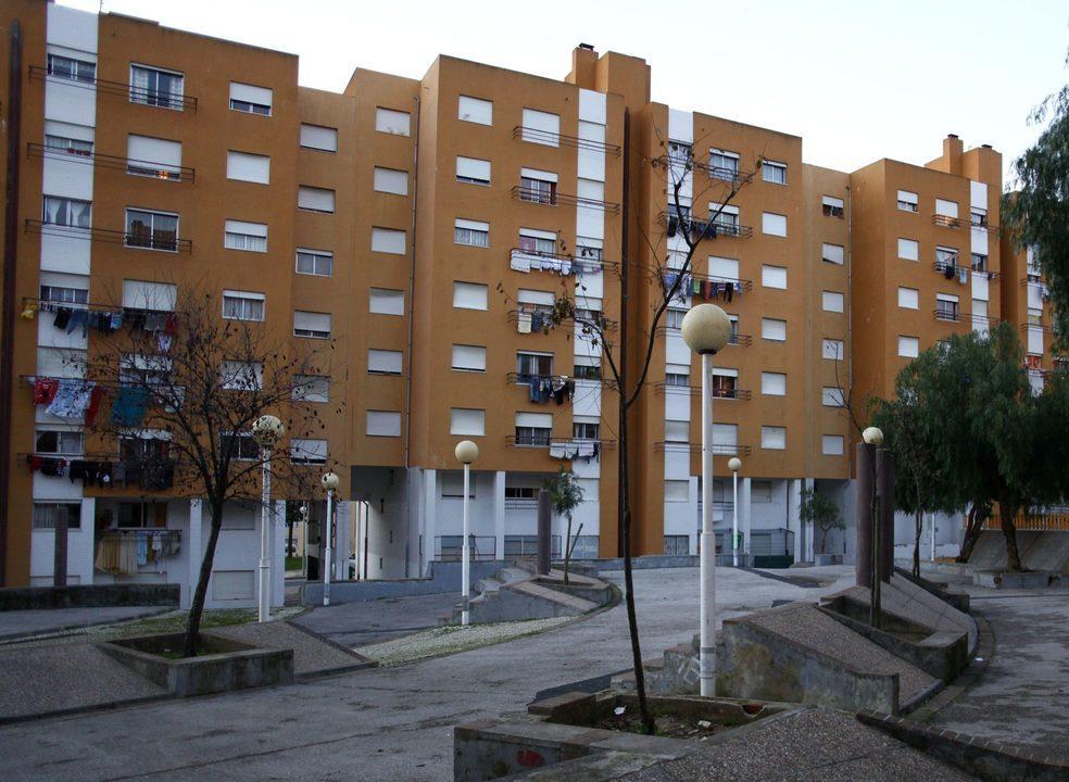 Ideias para melhorar a eficiência energética e o conforto nos bairros socais. Escolha uma e os fundos apoiam a execução
