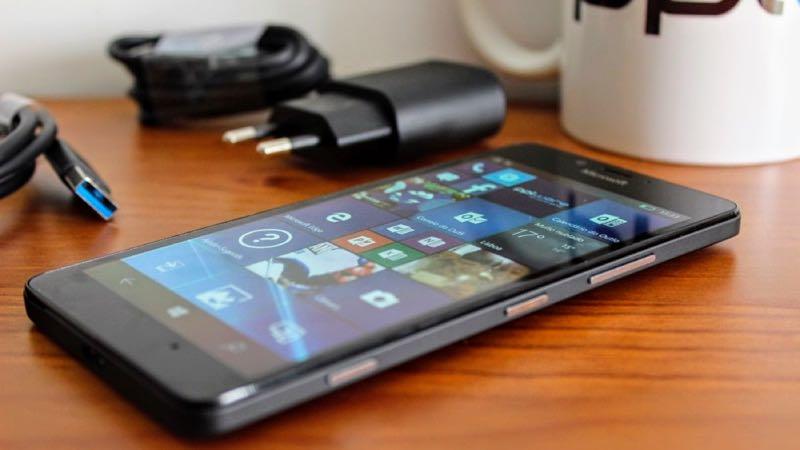 Microsoft volta a vender smartphones Lumia na sua loja oficial