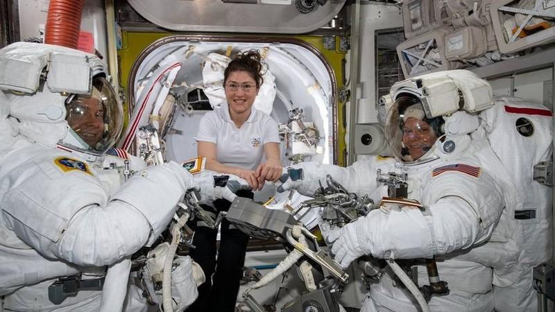 Passeio espacial exclusivo para mulheres foi cancelado