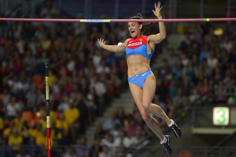Isinbayeva lesiona-se e volta a falhar regresso à competição