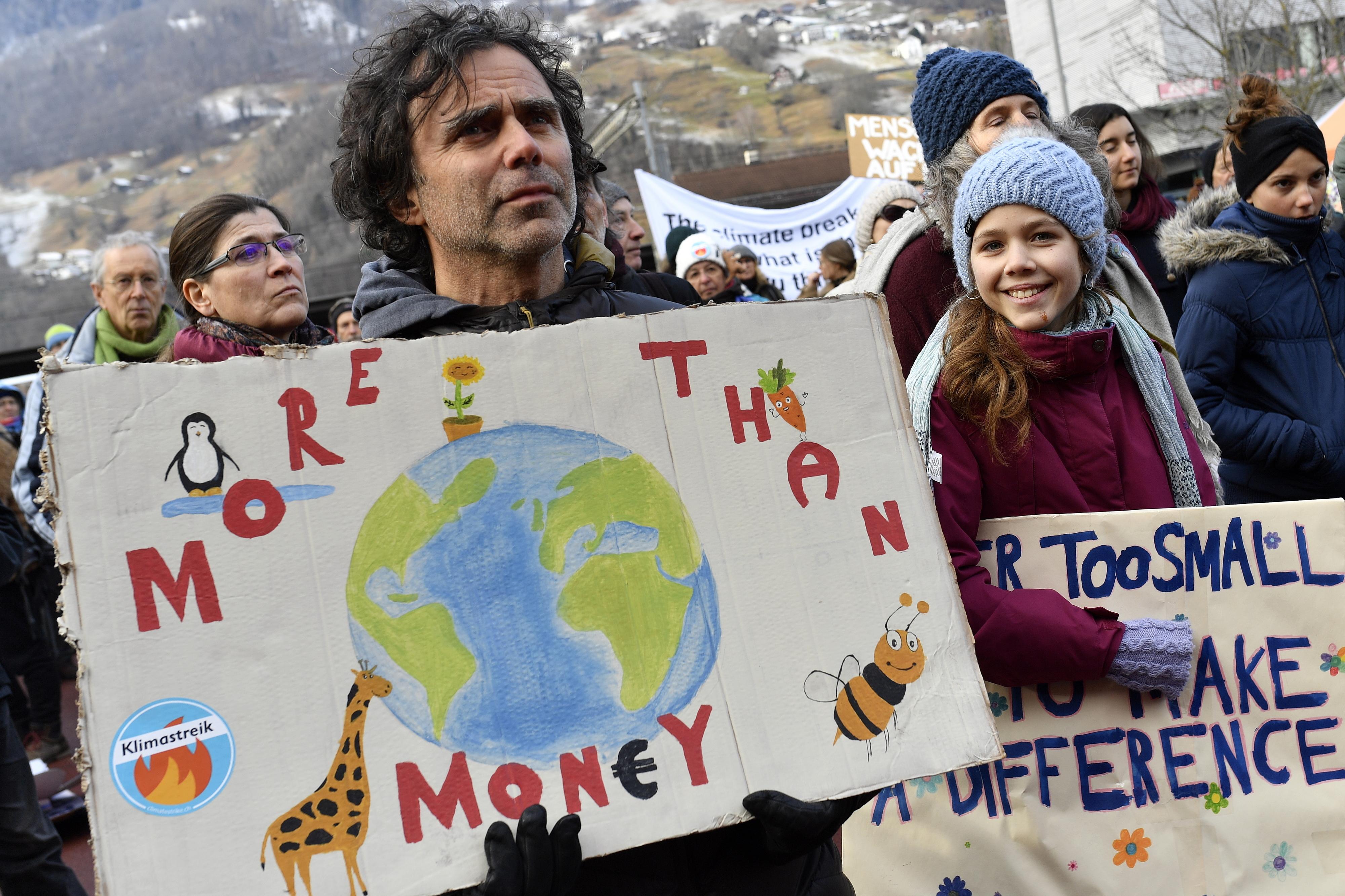 Ativistas pelo clima iniciam marcha para recordarem em Davos que não há planeta B