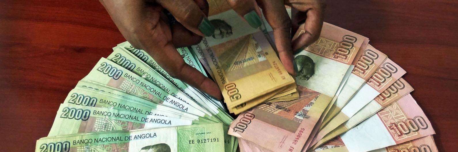 """Crise económica em Angola: Governo """"trama"""" empresas"""