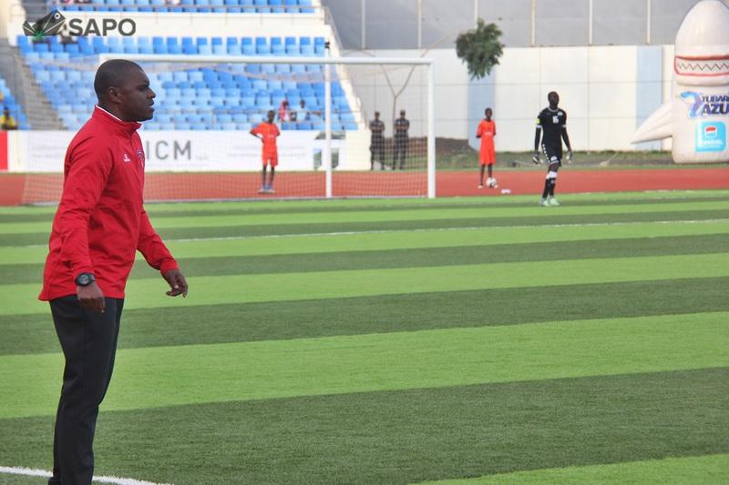 Lúcio Antunes divulga lista final dos ´Tubarões Azuis` para jogo com Luxemburgo