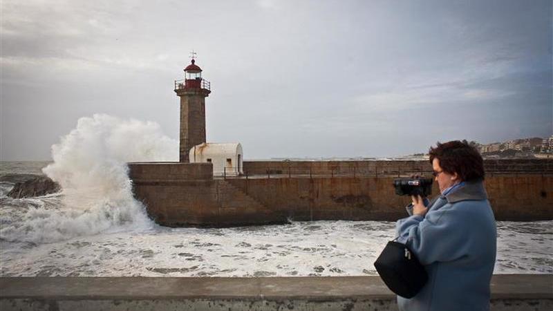 Sete distritos sob aviso amarelo devido à agitação marítima e vento forte
