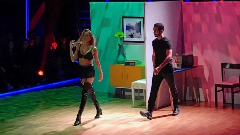 Com esta dança sensual, Kelly Bailey vence a primeira semifinal de 'Dança com as Estrelas'