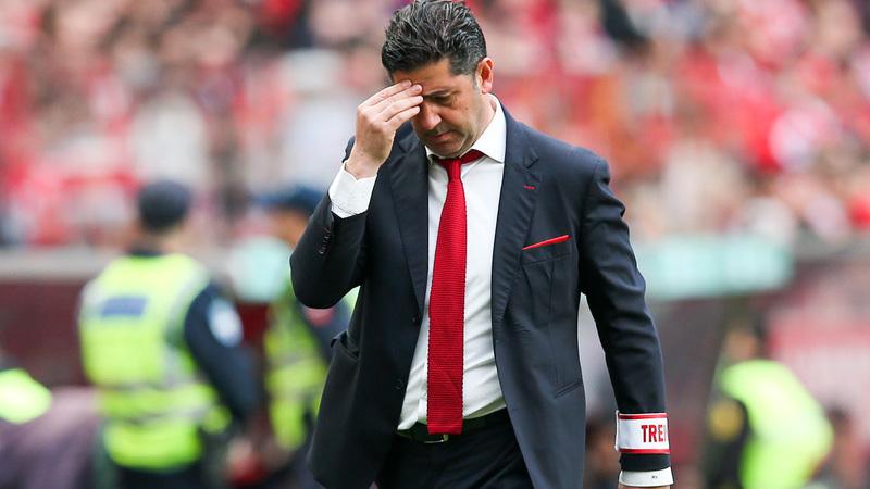 Benfica apresenta-se no Estoril com o mesmo onze que perdeu a liderança