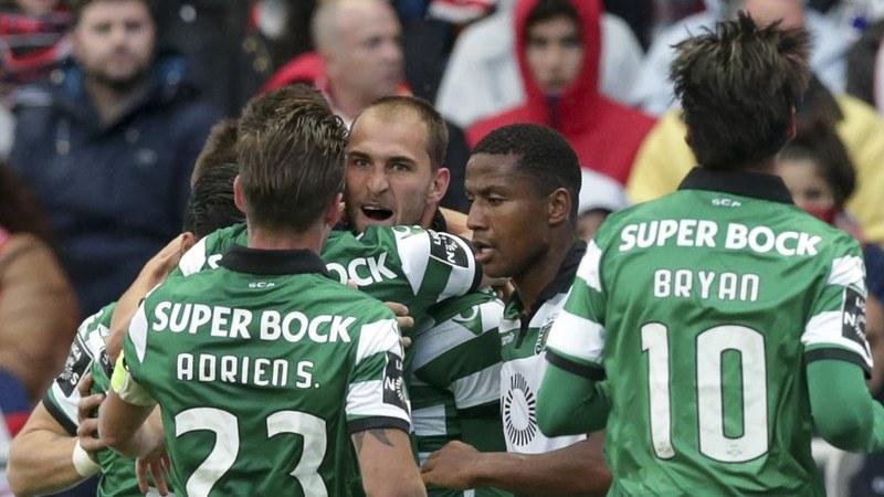 Sporting vence em Braga com 'hat-trick' de Bas Dost