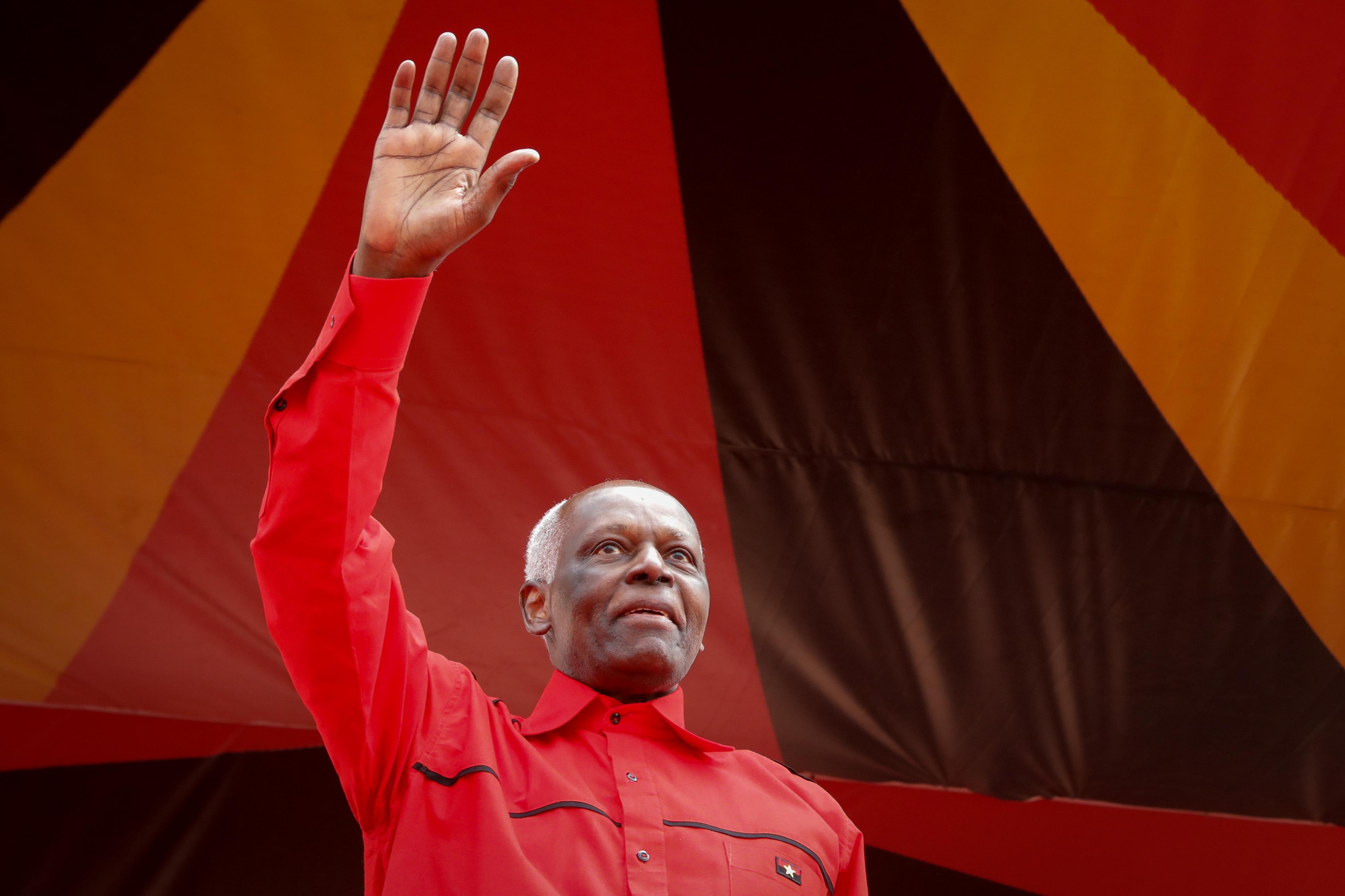 Presidente angolano decreta tolerância de ponto para quarta-feira