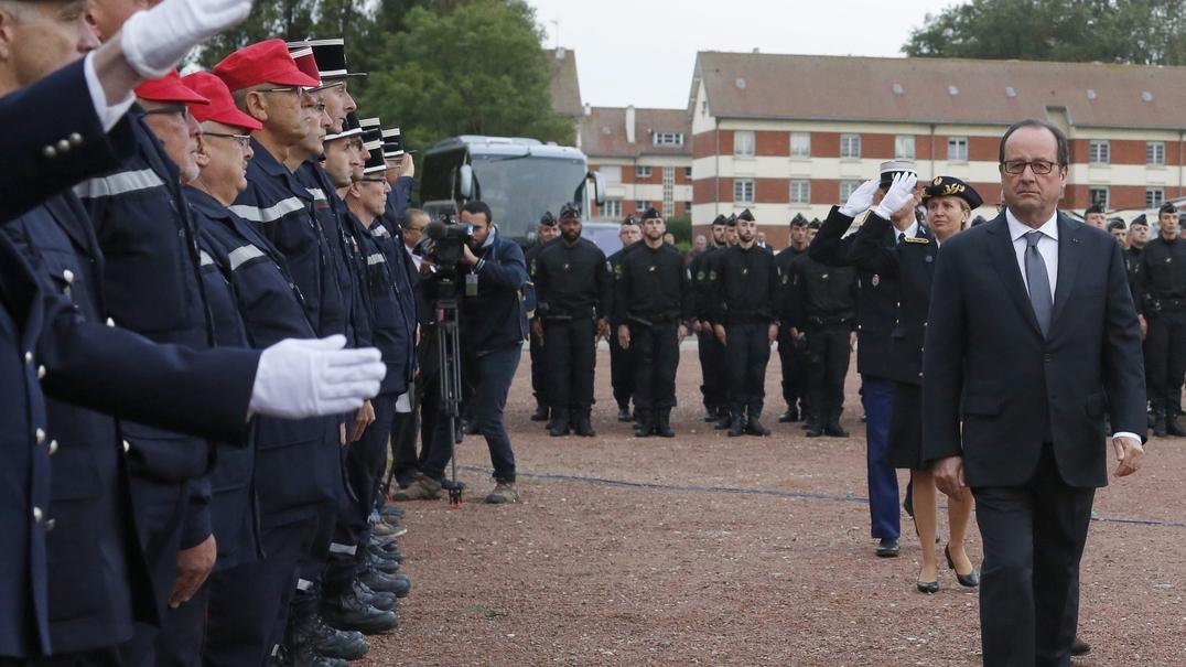"""Hollande compromete-se a """"desmantelar definitivamente o campo"""" de Calais"""