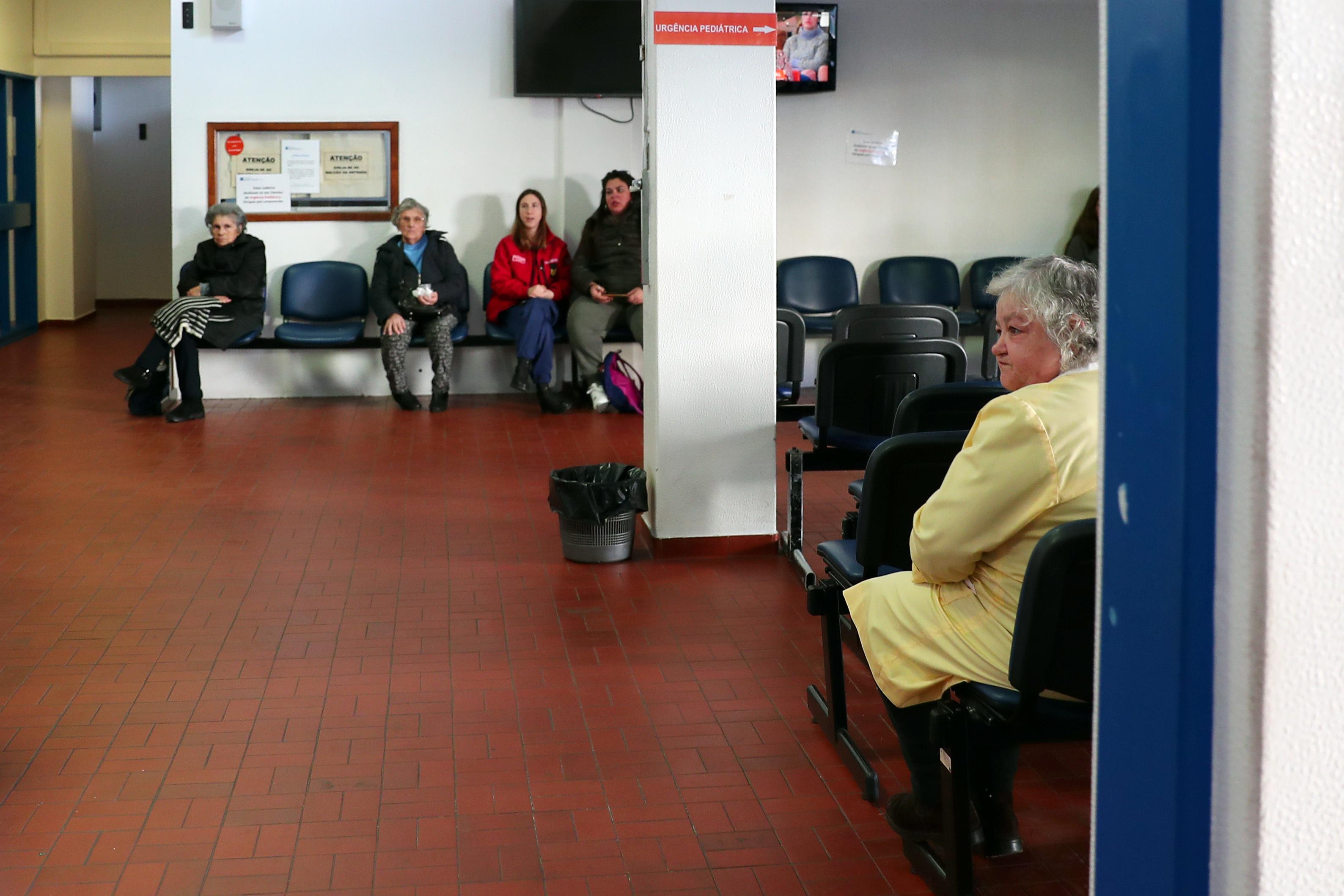 Ministra garante que falta de anestesistas no Hospital Pulido Valente nunca pôs em causa segurança dos doentes