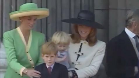 Em vídeo raro, Diana repreende Harry com carinho após traquinice