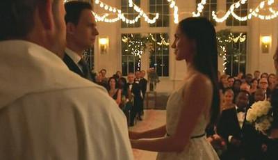 Meghan Markle vestida de noiva na despedida da série
