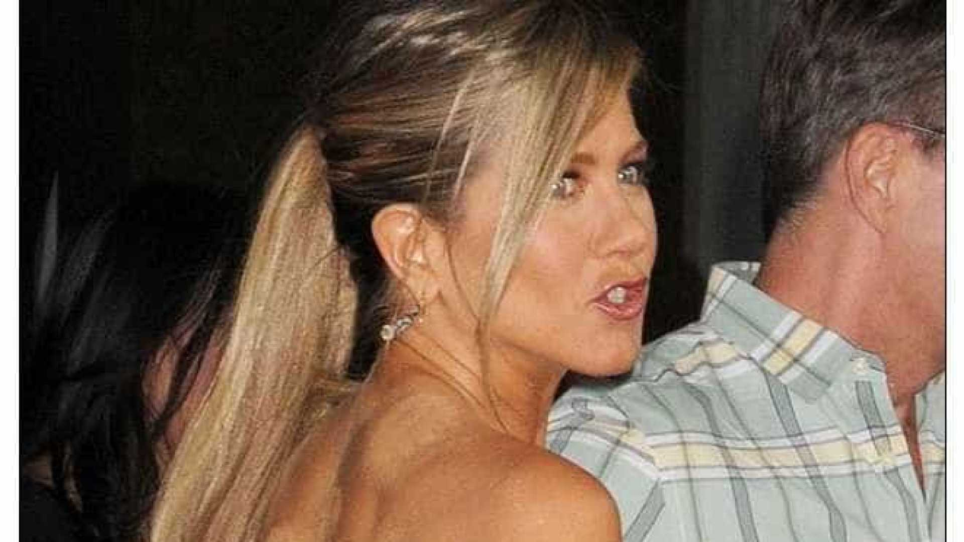 Avião privado de Jennifer Aniston forçado a fazer aterragem de emergência