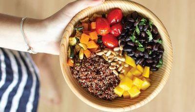 Bowl de quinoa e manga verde