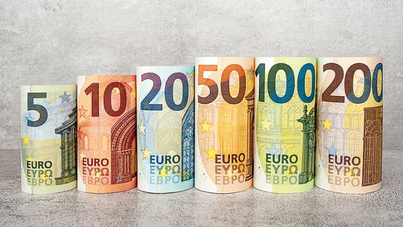 «Se uma empresa não consegue pagar 950 euros, é melhor que desapareça», diz economista espanhol