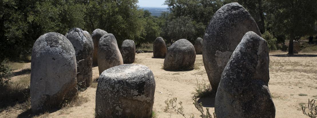 O fantástico Cromeleque dos Almendres. O maior monumento megalítico da Península Ibérica