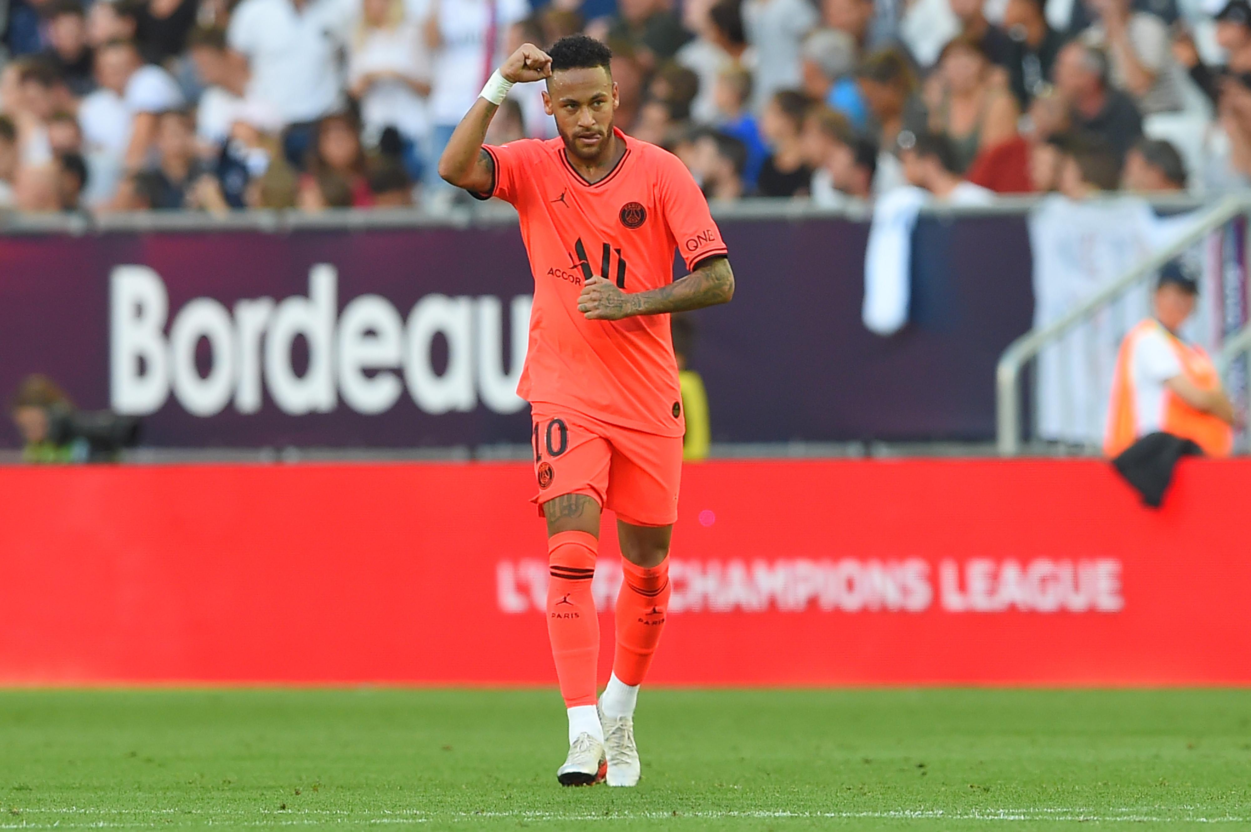 Neymar lesiona-se na seleção e desfalca PSG durante quatro semanas