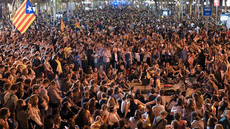 Catalunha: vários milhares de manifestantes independentistas concentrados no bairro de Gràcia, Barcelona
