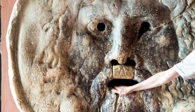 Roma: toda a gente quer pôr lá a mão, mas será que sabem a verdadeira história da Boca da Verdade?