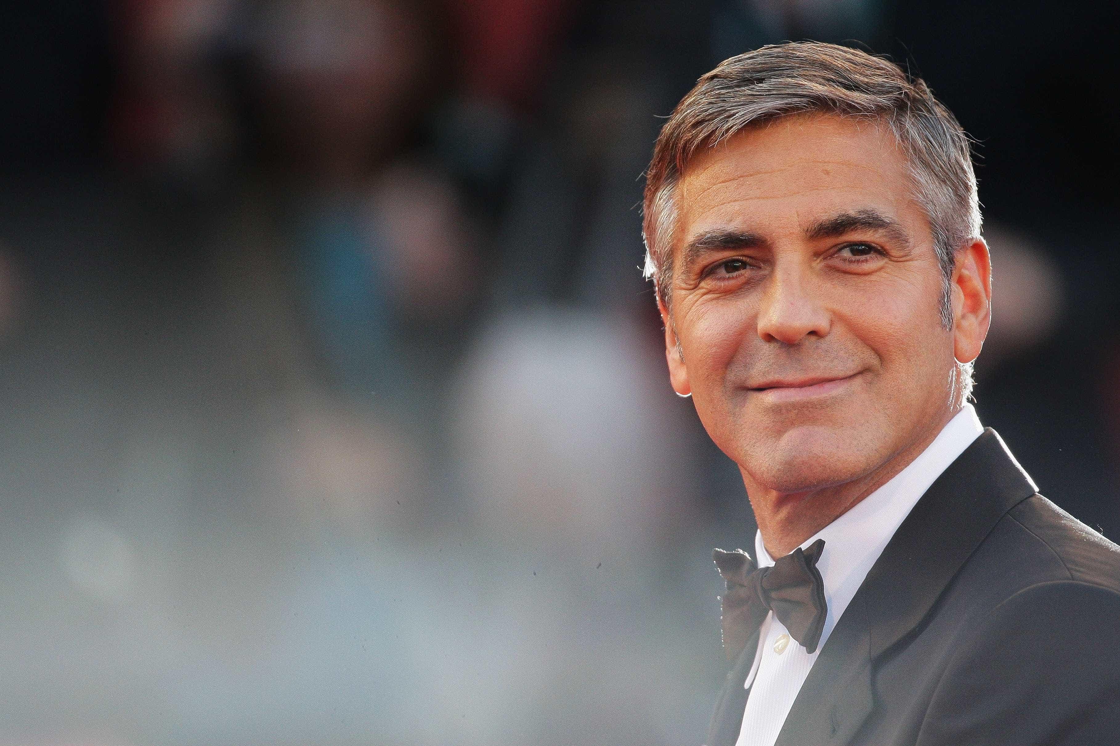Clooney escreve carta a estudantes de escola que foi alvo de massacre