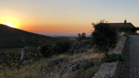 Nas muralhas de Castelo Rodrigo: a paz e o silêncio de cada pôr do sol