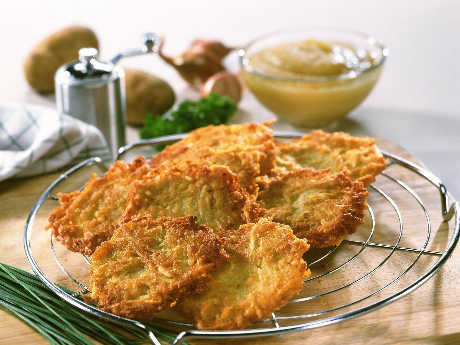 Já comeu uma panqueca feita com batata? Conheça a kartoffelpuffer