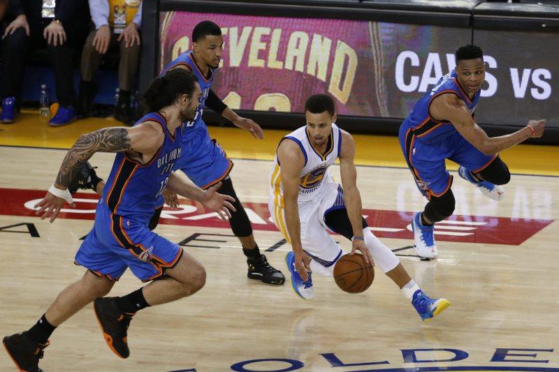 Warriors mantêm-se na corrida à final absoluta da NBA