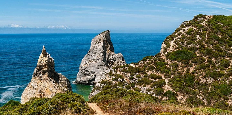 10 praias a 1 hora de Lisboa para fugir às multidões da Costa da Caparica