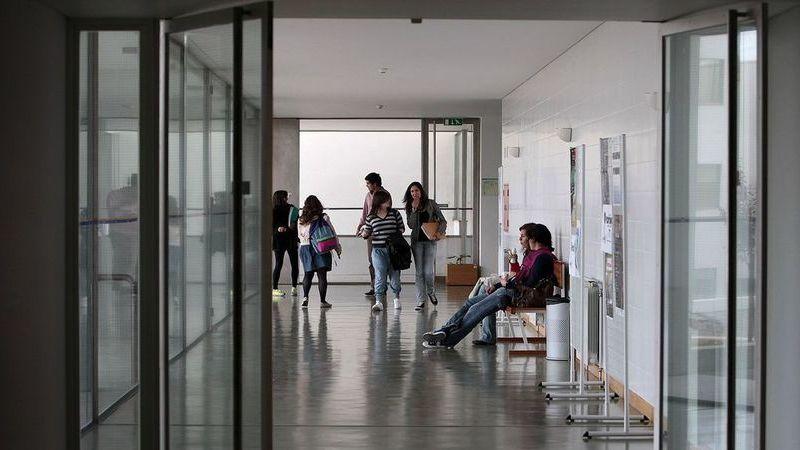 Escolas violam as suas próprias regras para inflacionar notas