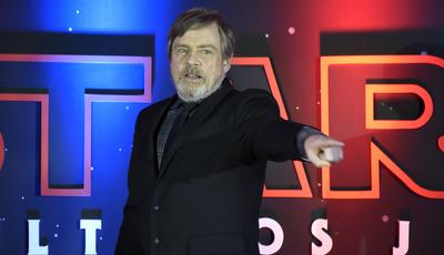 """Mark Hamill fala de """"Star Wars"""" como fuga numa era sombria e da vida sem Carrie Fisher"""