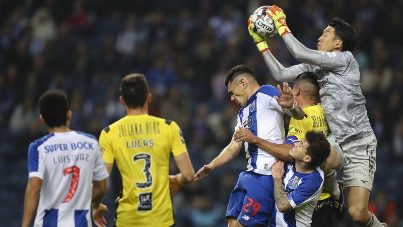 FC Porto 1-0 Portimonense: 'Bomba' de Alex Telles vale liderança provisória do campeonato