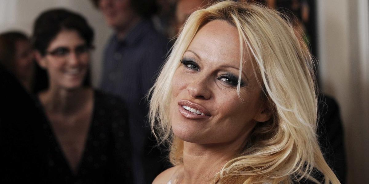 Pamela Anderson quer ser mãe aos 51 anos, diz imprensa internacional