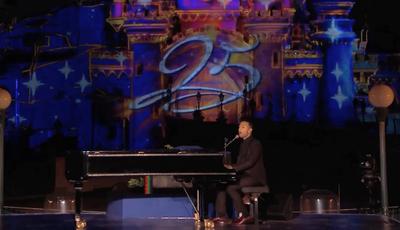 John Legend faz atuação surpresa na Disneyland Paris