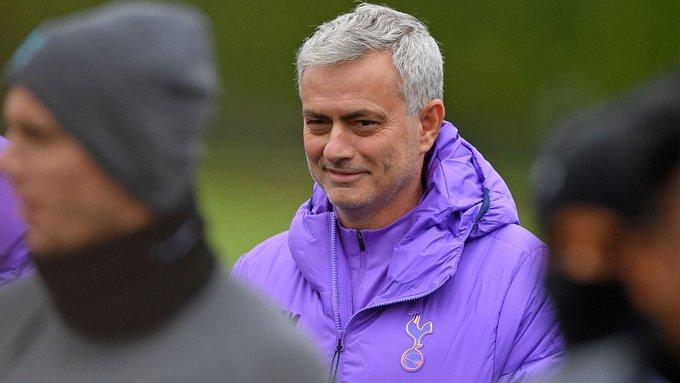 """Mourinho explica por que viveu num hotel em Manchester: """"Não sei passar a ferro e não queria limpar"""""""