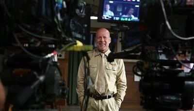 """Filme chinês com Bruce Willis """"desaparece"""" após escândalo da evasão fiscal de Fan Bingbing"""