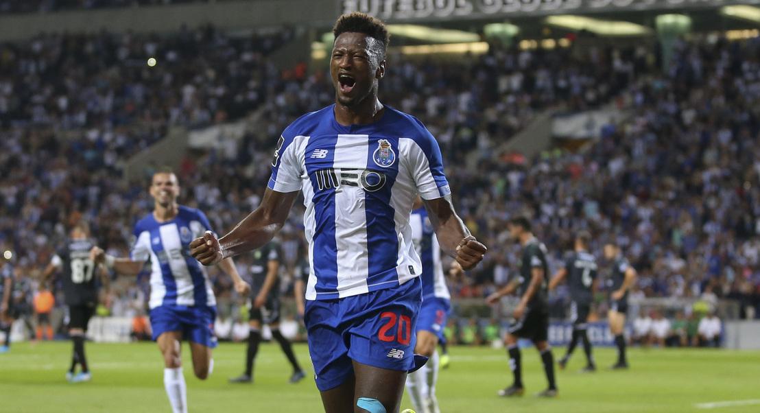 Hat-trick de Zé Luís ajuda FC Porto a golear Vitória de Setúbal antes da visita à Luz