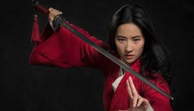 """Protagonista de """"Mulan"""" envolta em polémicas políticas"""
