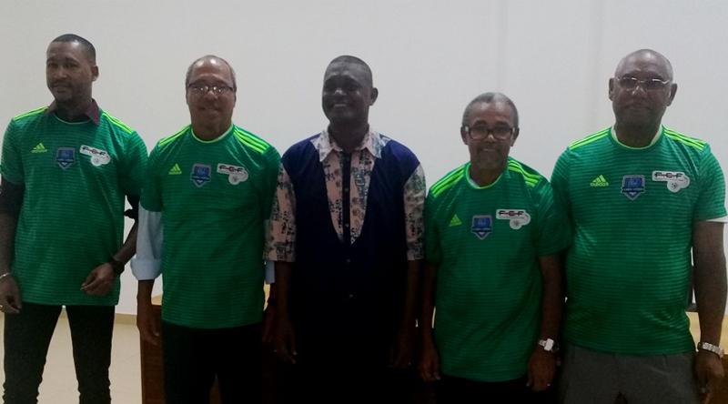 """Futebol/Cabo Verde: Federação homenageia ex-futebolistas da 1.ª seleção , o """"pelotão de heróis"""""""