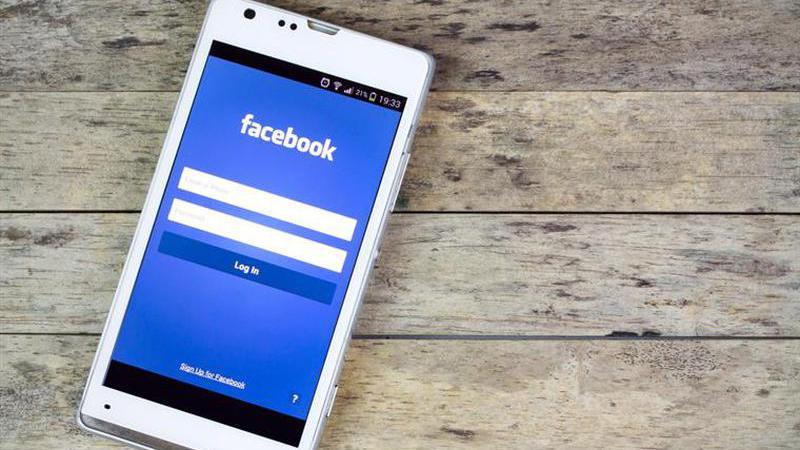 Jovem tem acidente mortal no momento em que fazia direto no Facebook