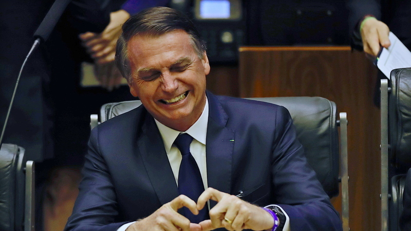 """Bolsonaro expressou solidariedade a """"todos os ingleses"""" após incêndio na Catedral de Notre-Dame em Paris?"""